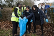 yr7_litter_picking_w-2